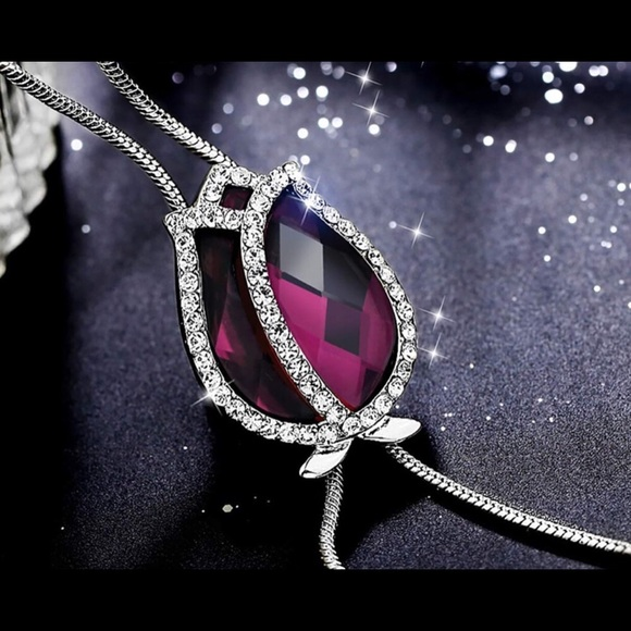 Jewelry - 🆕 Pink Crystal Teardrop Pendent Pink Necklace